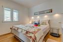Apartman M za 2+2 osobe -10m od plaže u kuci Marin