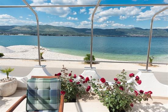 Apartman M1 za 4+1 osobe -10m od plaže u kuci Marin